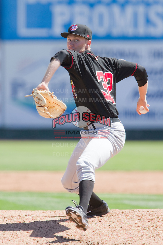 Jonathan Harris (32) of the Vancouver Canadians delivers a pitch during a game against the Everett Aquasox at Everett Memorial Stadium in Everett, Washington on July 28, 2015.  Everett defeated Vancouver 8-5. (Ronnie Allen/Four Seam Images)