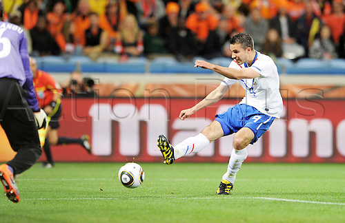 24 06 2010 FIFA World Cup, Group E, Cameroon v Netherlands. Green Point Stadium, Cape Town, South Africa. June 24, 2010. Robin van Persie Holland scores a goal to make it 0-1 Holland.