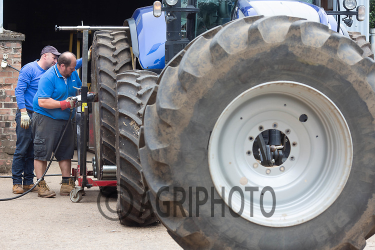 7.9.2020 Changing wheel on a New Holland tractor<br /> ©Tim Scrivener Photographer 07850 303986<br />      ....Covering Agriculture In The UK.