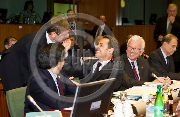 BRUSSELS - BELGIUM - 15 OCTOBER 2008 --  EU-Summit hosted by the French Presidency. -- Nicolas SARKOZY (Ce), President of France with Ferenc GYURCSNY (Le), Hungarian Prime Minister, Hans-Gert POTTERING (Pöttering, Poettering), President of the European Parliament and Javier SOLANA (ri), Secretary General of the Council of the EU and High Representative for the Common Foreign and Security Policy. -- PHOTO: JUHA ROININEN / EUP-IMAGES