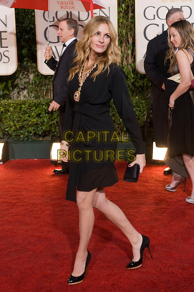 JULIA ROBERTS .Arrivals at the 67th Golden Globe Awards held Beverly Hilton, Beverly Hills, California, USA..January 17th, 2010.globes full length black dress patent shoes walking side clutch bag.CAP/AW/HFPA.Supplied by Anita Weber/Capital Pictures
