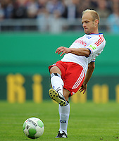 FUSSBALL   DFB POKAL   SAISON 2011/2012  1. Hauptrunde VfB Oldenburg - Hamburger SV                             30.07.2011 David JAROLIM (Hamburger SV) Einzelaktion am Ball