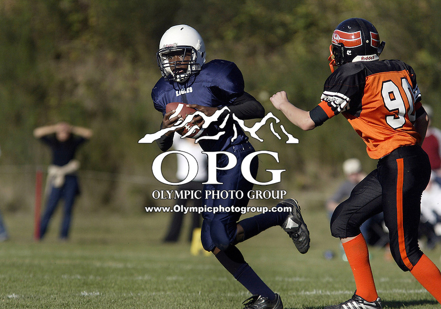 October 13, 2007: East Bremerton Eagles Kwamane Bowens #2 cuts too the outside against the Silverdale Seahawks during B-string youth Pee Wee action Saturday at Bremerton Junior High school in Bremerton, WA.