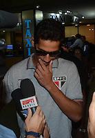 SAO PAULO, SP, 15 MARCO 2013 - Ganso   no desembarquer da equipe do  Sao Paulo após partida contra o Arsenal da Argentina valida pela taca Libertadores da America, no aeroporto de Cumbica , em Guarulhos. nesta sexta feira 15. (FOTO: ALAN MORICI / BRAZIL PHOTO PRESS).