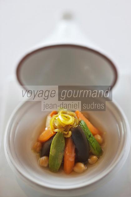 Europe/France/Provence-Alpes-Côte d'Azur/06/Alpes-Maritimes/Èze-Village: Couscous et légumes en tajine Recette de Fabrice Vulin  du restaurant: La Chèvre d'Or