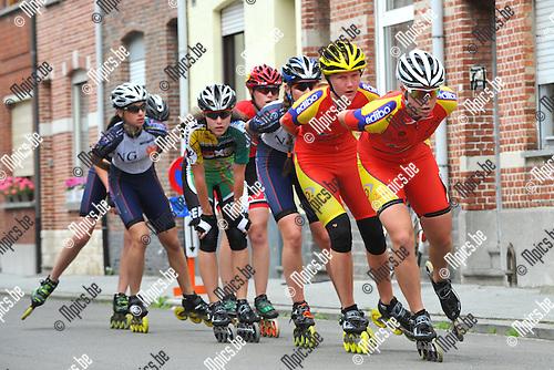 2012-06-02 / Skeeleren / BK Mechelen / Dames / Nele Armée neemt het peleton op sleeptouw in de straten van Mechelen.