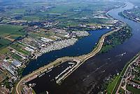 Hohendeicher See: EUROPA, DEUTSCHLAND, HAMBURG, (EUROPE, GERMANY), 10.06.2007:Hohendeicher See, Badesee, Wasser, Elbe, Wassersport, Freizeit, Naherholung, Tauchen Angeln, Schwimmen Surfen, Segeln, Camping, Urlaub, Stadtnah, .Der Hohendeicher See liegt direkt hinterm Elbdeich in den Vier- und Marschlanden.  Parallel zum Ufer verläuft ein Spazierweg. Entlang des Weges befinden sich an mehreren Stellen Toilettenhäuschen. Es gibt auch behindertengerechte Toiletten vor Ort. Gebührenfreie Parkplätze sind vorhanden. Deich, Deichbau, Flut, Schutz,  Luftbild, Luftansicht, Air, Aufwind-Luftbilder..c o p y r i g h t : A U F W I N D - L U F T B I L D E R . de.G e r t r u d - B a e u m e r - S t i e g 1 0 2, .2 1 0 3 5 H a m b u r g , G e r m a n y.P h o n e + 4 9 (0) 1 7 1 - 6 8 6 6 0 6 9 .E m a i l H w e i 1 @ a o l . c o m.w w w . a u f w i n d - l u f t b i l d e r . d e.K o n t o : P o s t b a n k H a m b u r g .B l z : 2 0 0 1 0 0 2 0 .K o n t o : 5 8 3 6 5 7 2 0 9.C o p y r i g h t n u r f u e r j o u r n a l i s t i s c h Z w e c k e, keine P e r s o e n l i c h ke i t s r e c h t e v o r h a n d e n, V e r o e f f e n t l i c h u n g  n u r  m i t  H o n o r a r  n a c h M F M, N a m e n s n e n n u n g  u n d B e l e g e x e m p l a r !.