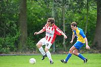 VOETBAL: BOIJL: Sportpark VV Boijl, 29-04-2012, Boijl - De Blesse, 3e klasse B, Wilco van Luik (#10 De Blesse), Mickey Wijntjes (#6 Boijl), Eindstand 2-1, ©foto Martin de Jong
