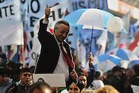 BUENOS AIRES, ARGENTINA, 25.05.2014 - DIA DA INDEPENDENCIA DA ARGENTINA - Argentinos celebram o Dia da Independencia na Praca da Mayo regiao central de Buenos Aires neste domingo, 25. (Foto: Patricio Murphy / Brazil Photo Press).
