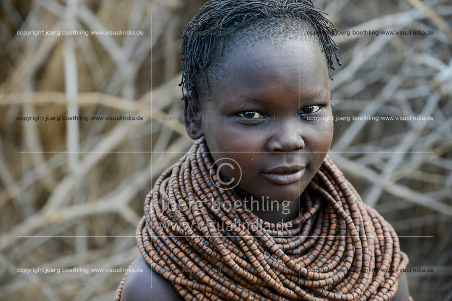 ETHIOPIA, Southern Nations, Lower Omo valley, Kangaten, village Kakuta, Nyangatom tribe, woman with necklace / AETHIOPIEN, Omo Tal, Kangaten, Dorf Kakuta, Nyangatom Hirtenvolk, Frau mit traditioneller Halskette aus Holzperlen