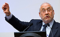 L'economista statunitense Joseph Stiglitz durante una lectio magistralis sulla crisi dell'Euro, alla Camera dei Deputati, Roma, 23 settembre 2014.<br /> U.S. economist Joseph Stiglitz attends a conference at the Lower Chamber in Rome, 23 September 2014.<br /> UPDATE IMAGES PRESS/Riccardo De Luca