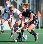 AMSTELVEEN - Charlotte Adegeest (A'dam) met Freeke Moes (OR)  tijdens de hoofdklasse competitiewedstrijd hockey dames,  Amsterdam-Oranje Rood (5-2). COPYRIGHT KOEN SUYK