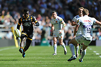 Christian Wade of Wasps chips past Gareth Steenson of Exeter Chiefs during the Premiership Rugby Final at Twickenham Stadium on Saturday 27th May 2017 (Photo by Rob Munro)