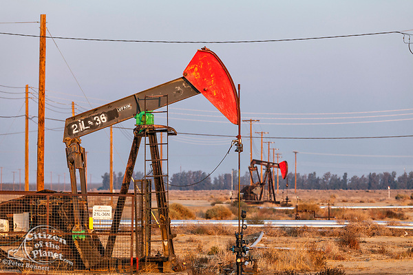 Pumpjacks at the Belridge Oil Field and hydraulic fracking site which is the fourth largest oil field in California. Kern County, San Joaquin Valley, California, USA