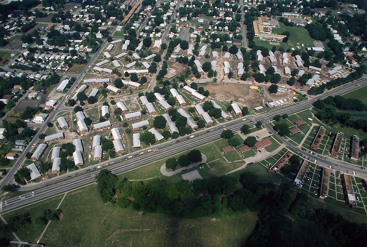 1993 May 21..Assisted Housing..Diggs Town (6-6)...Looking West.Campostella Road in front...NEG#.NRHA#..HOUSING: DiggsTn2 2:16