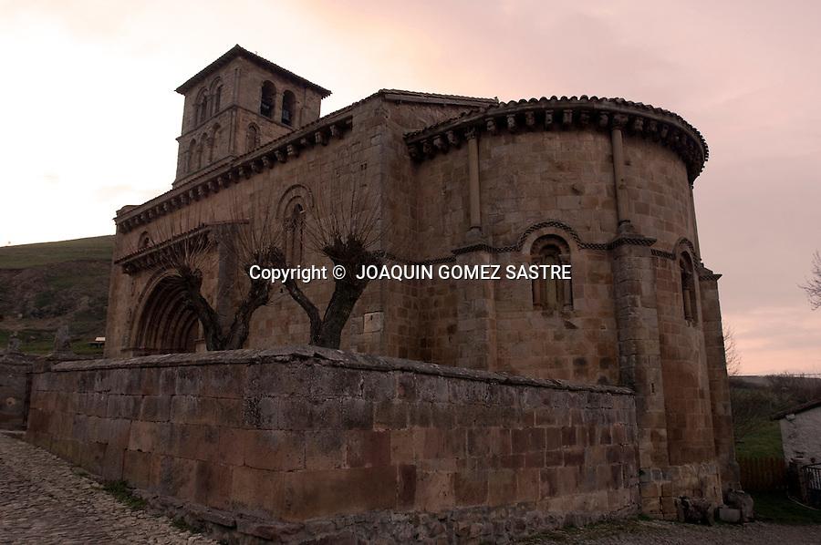 CERVATOS CAMPOO CANTABRIA.Vista exterior de la colegiata romanica de San Pedro de Cervatos (siglo XII) en la localidad cantabra de Campoo-Los Valles..foto JOAQUIN GOMEZ SASTRE©