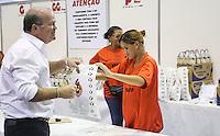 SAO PAULO, SP, 15 DE MARCO 2013 - ENTREGA KIT MEIA MARATONA DE SAO PAULO - Publico é visto retirando kit para 7ª edição da Meia Internacional Maratona de São Paulo que acontece dia 17 de março na Praça Charles Miller, a retirada dos kits estao sendo entregues no Ginasio do ibirapuera na tarde desta sexta-feira, 15. FOTO: VANESSA CARVALHO - BRAZIL PHOTO PRESS.