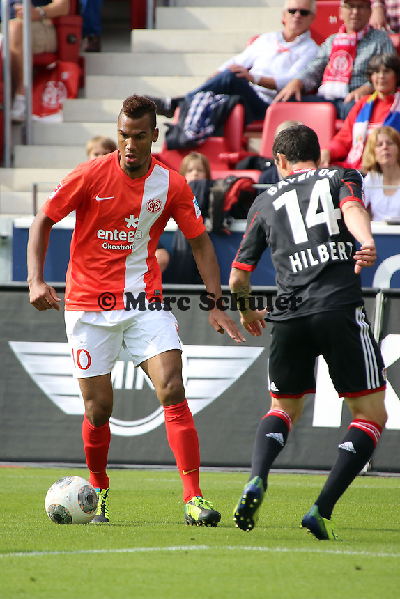 Eric-Maxim Choupo-Moting (Mainz) gegen Roberto Hilbert (Bayer)- 1. FSV Mainz 05 vs. Bayer 04 Leverkusen, Coface Arena, 6. Spieltag