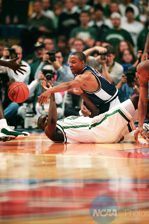 31 MAR 2001:  University of Arizona guard Jason Gardner (22) and Michigan State center Zach Randolph (50) battle for control of a loose ball during the Division 1 semifinal game of the Men's Final Four Basketball Championship held at the Hubert H. Humphrey Metrodome in Minneapolis, MN. Arizona defeated Michigan St. 80-61 to advance to the Championship game against Duke. Ryan McKee/NCAA Photos