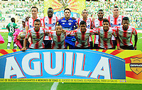 CALI - COLOMBIA -22-10-2016: Los jugadores de Atletico Junior, posan para una foto durante partido entre Deportivo Cali y Atletico Junior por la fecha 17 de la Liga Aguila II-2016, jugado en el estadio Deportivo Cali (Palmaseca) de la ciudad de Cali. / The players of Atletico Junior, pose for a photo, during a match between Deportivo Cali and Atletico Junior, for the date 17 for the Liga Aguila II-2016 at the Deportivo Cali (Palmaseca) stadium in Cali city. Photo: VizzorImage  / Nelson Rios / Cont.