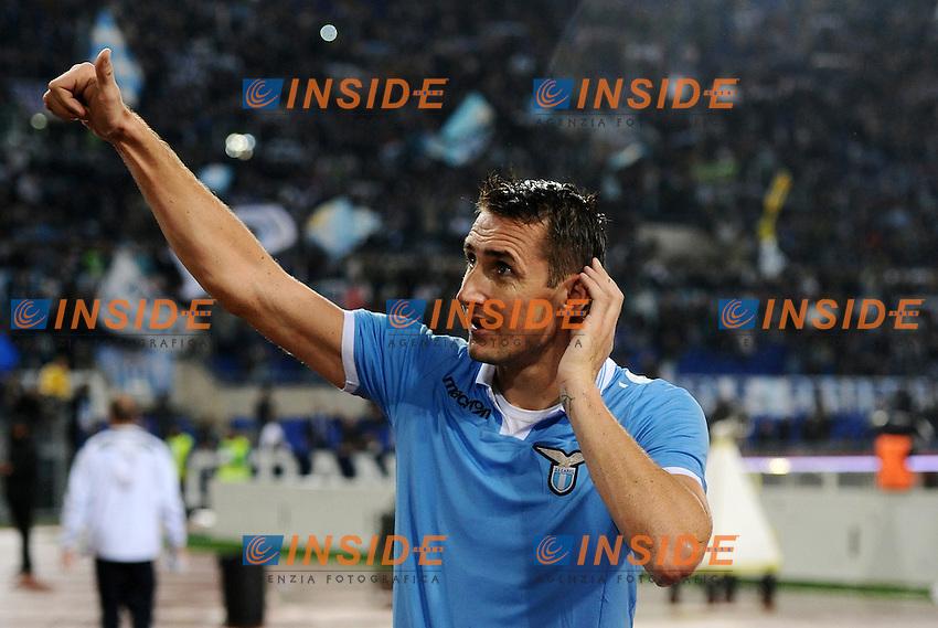 Miroslav Klose (Lazio) saluta la curva Nord.11/11/2012 Roma, Stadio Olimpico.Campionato di Calcio Serie A 2012/2013.Derby.Lazio vs Roma 3-2.Foto Antonietta Baldassarre Insidefoto