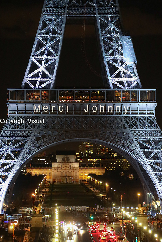 "LA TOUR EIFFEL S'ILLUMINE DU MESSAGE ""MERCI JOHNNY"" EN HOMMAGE AU CHANTEUR JOHNNY HALLYDAY, PARIS, FRANCE, LE 08/12/2017."