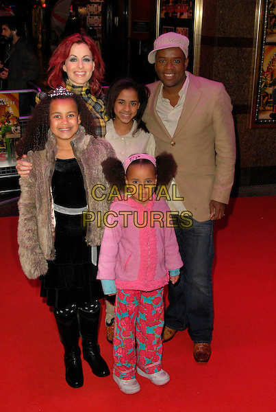 "CARRIE GRANT & DAVID GRANT .Attending the European Film Premiere of ""Fred Claus"" at the Empire Leicester Square, London, England,.November 19th 2007..full length children family.CAP/CAN.©Can Nguyen/Capital Pictures"