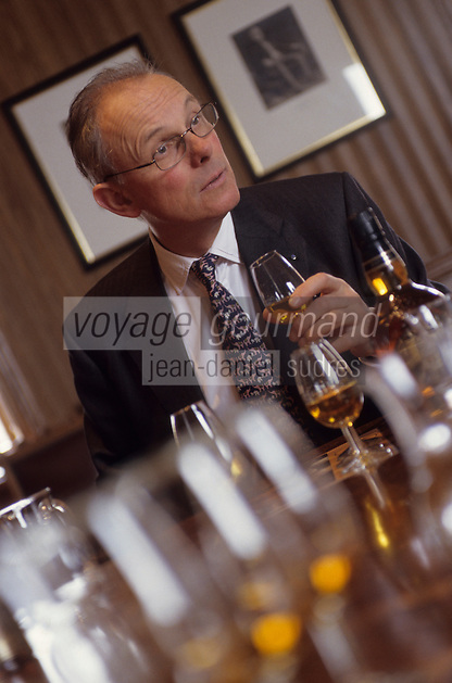 Europe/Grande-Bretagne/Ecosse/Moray/Speyside/Keith : Distillerie Strathisia Whisky Chivas - Dégustation avec le maître assembleur de Chivas Master Blender Colin Scott  [Non destiné à un usage publicitaire - Not intended for an advertising use]