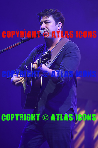 MIAMI, FL - SEPTEMBER 19: Marcus Mumford of Mumford & Sons performs at the AmericanAirlines Arena on September 19, 2017 in Miami Florida. Credit Larry Marano © 2017
