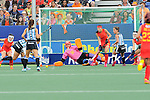 The Hague, Netherlands, June 10: Silvina D Elia #25 of Argentina tries to score a penalty corner during the field hockey group match (Women - Group B) between Argentina and China on June 10, 2014 during the World Cup 2014 at GreenFields Stadium in The Hague, Netherlands. Final score 1-1 (yy-yy) (Photo by Dirk Markgraf / www.265-images.com) *** Local caption *** Silvina D Elia #25 of Argentina, Mariana Rossi #2 of Argentina, Dongxiao Li #30 of China, Ting Huang #27 of China, Rosario Luchetti #4 of Argentina