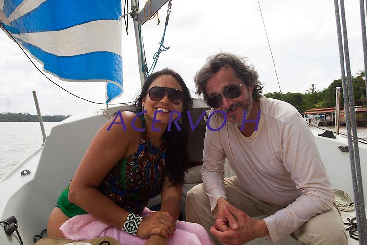 Paulo, Laura e Dauberson, durante passeio no veleiro Shark pela regi&atilde;o das ilhas em Bel&eacute;m circundando o Cumb&uacute;.<br /> Bel&eacute;m, Par&aacute;, Brasil<br /> Fotos Dauberson<br /> 30/01/2016