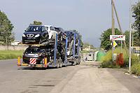 Cassino, maggio 2009.Stabilimento FIAT.L'uscita di un tir adibito al trasporto delle automobili.FIAT.The output of a truck used for carrying cars