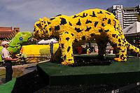 MEDELLIN -COLOMBIA-01-AGOSTO-2014. Con un homenaje a nuestra naturaleza con gigantescos animales de flores como este felino situado en La Plaza Mayor  se da incio a la 57 edicion de la Feria de Las Flores de Medellin  ./  With a tribute to our animal nature with giant flowers as this feline located in La Plaza Mayor depiction is given to the 57th edition of the Feria de Las Flores Medellin.  Photo:VizzorImage / Luis Rios / Stringer