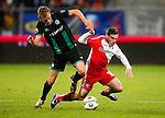 Nederland, Utrecht, 26 oktober 2012.Eredivisie.Seizoen 2012-2013.FC Utrecht-FC Groningen.Maikel Kieftenbeld (l.) van FC Groningen en Thomas Oar (r.) van FC Utrecht strijden om de bal.