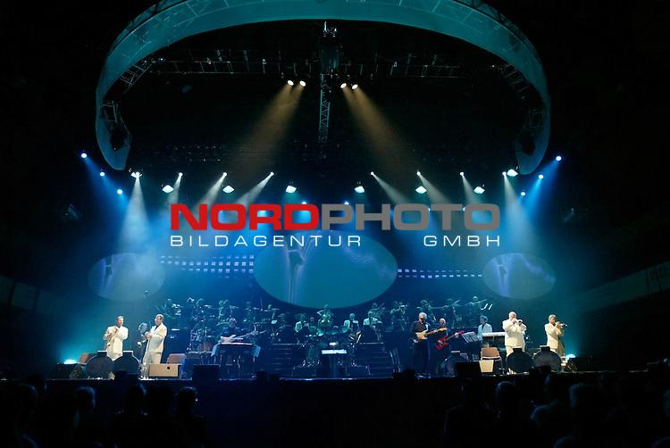 James Last, The Last Tour 2006<br /> <br /> HŲhere Qualit&scaron;t/AuflŲsung auf Anfrage<br /> Foto &copy; by uptodate<br /> www.uptodate-bildagentur.com<br /> +49 177 7447801 (Wagner) <br /> +49 177 7859523 (Bratic) James Last, The Last Tour 2006<br /> <br /> Foto: &copy; nordphoto