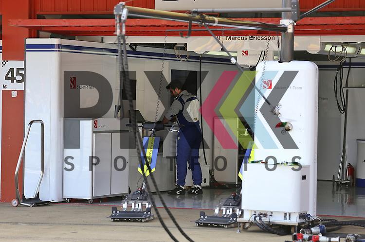 Barcelona, 10.05.15, Motorsport, Formel 1 GP Spanien 2015, Rennen : Box von Marcus Ericsson (Sauber C34, #09) nach dem Rennen<br /> <br /> Foto &copy; P-I-X.org *** Foto ist honorarpflichtig! *** Auf Anfrage in hoeherer Qualitaet/Aufloesung. Belegexemplar erbeten. Veroeffentlichung ausschliesslich fuer journalistisch-publizistische Zwecke. For editorial use only.