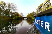 Auf dem Eilbekkanal in Richtung Alster im Herbst: EUROPA, DEUTSCHLAND, HAMBURG, (EUROPE, GERMANY), 23.10.2014: Auf dem Eilbekkanal in Richtung Alster im Herbst, voraus die Mundsburger Bruecke