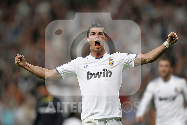 Real Madrid's Cristiano Ronaldo goal during Champions League match on April, 5th 2011...Photo: Cesar Cebolla / ALFAQUI
