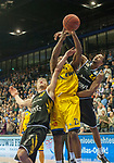 07.01.2018, EWE Arena, Oldenburg, GER, BBL, EWE Baskets Oldenburg vs WALTER Tigers T&uuml;bingen, im Bild<br /> <br /> Mathis M&Ouml;NNINGHOFF (T&uuml;bingen #17 ), Barry STEWART (T&uuml;bingen #24 )<br /> Rickey PAULDING (EWE Baskets Oldenburg #23)<br /> Foto &copy; nordphoto / Rojahn