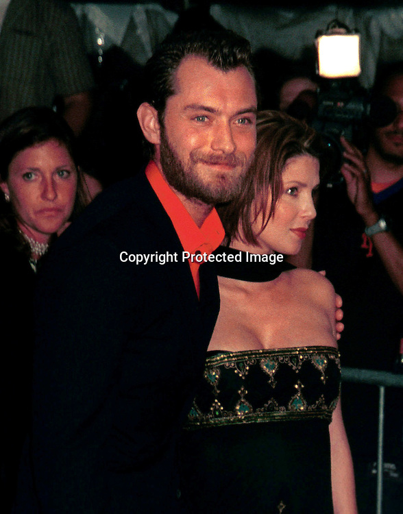 "©2002 ARIEL RAMEREZ_HUTCHINS PHOTO.""ROAD TO PERDITION ""PREMIERE.ZIEGFELD  THEATRE, NY., NY 7/9/02.JUDE LAW AND SADIE FROST"