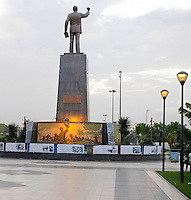 ANGOLA Luanda, Denkmal António Agostinho Neto (geb. 17. September 1922 in Ícolo e Bengo, gest. 10. September 1979 in Moskau) war von 1975 bis 1979 der erste Praesident von Angola, Arzt, Dichter und nationalistischer Fuehrer -  .ANGOLA Luanda memorial António Agostinho Neto, first president of Angola after independence 1975