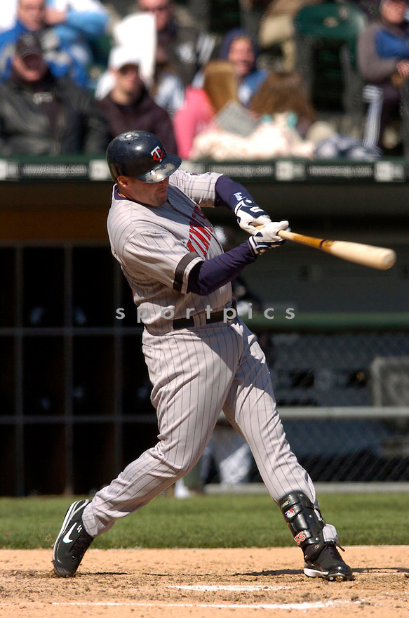 MIKE REDMOND, of the Minnesota Twins, in action against the Chicago White Sox on April 8, 2007 in Chicago, IL...Twins win 3-1..CHRIS BERNACCHI/ SPORTPICS..