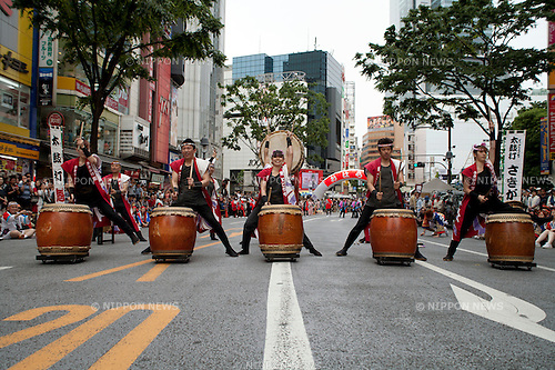 May 20th, 2012 : Tokyo, Japan - Dancers perform Japanese traditional dance with Japanese drums during the Tokyo Ohara Festival 2012 in Shibuya. (Photo by Rodrigo Reyes Marin/AFLO)