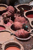 Afrique/Afrique du Nord/Maroc/Fèz: dans la médina le souk des Tanneurs chouara - les cuves