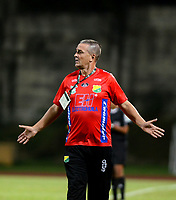 ITAGÜI - COLOMBIA -  06 - 03 - 2018: Nestor Craviotto, tecnico de Atletico Huila, durante el partido entre Leones F.C. y Atletico Huila, de la fecha 7 por la Liga Águila I 2018, jugado en el estadio Ditaires de la ciudad de Itagüi. / Nestor Craviotto, coach of Atletico Huila, during match between Leones F.C. and Atletico Huila, of the 7th date for the Aguila League I 2018, played at Ditaires stadium in Itagüi city. Photo: VizzorImage/ León Monsalve / Cont.