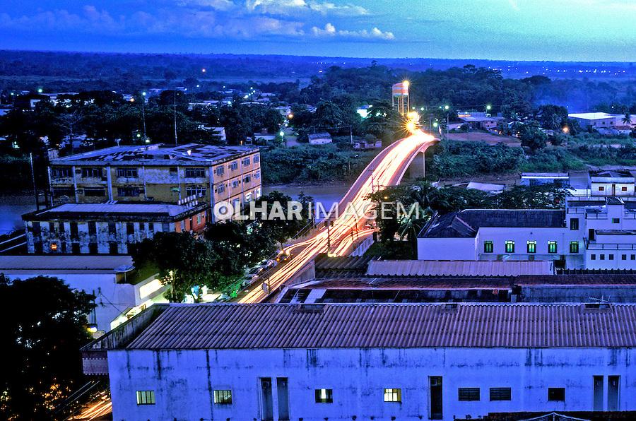 Vista noturna de Porto Velho em Rondônia.  1998. Foto de Ricardo Azoury.