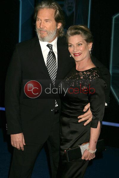 "Jeff Bridges and wife Susan<br /> at the ""TRON: Legacy"" Los Angeles Premiere, El Capitan, Hollywood, CA. 12-11-10<br /> David Edwards/DailyCeleb.com 818-249-4998"