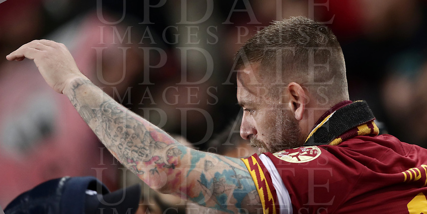 Football, Serie A: AS Roma - Parma, Olympic stadium, Rome, May 26, 2019. <br /> Roma's Daniele De Rossi (r) greets fans during his farewell to Roma after 18 years at his home-town club at the end of the Italian Serie A football match between Roma and Parma at Olympic stadium in Rome, on May 26, 2019.<br /> UPDATE IMAGES PRESS/Isabella Bonotto