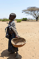 ETHIOPIA, Southern Nations, Lower Omo valley, Kangaten, village Kakuta, Nyangatom tribe, girl with pumpkin calabash / AETHIOPIEN, Omo Tal, Kangaten, Dorf Kakuta, Nyangatom Hirtenvolk, Maedchen mit kalabasse