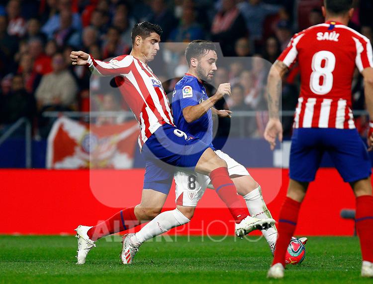 Athletic Club de Bilbao's Unai Lopez and Atletico de Madrid's Alvaro Morata during La Liga match. Oct 26, 2019. (ALTERPHOTOS/Manu R.B.)